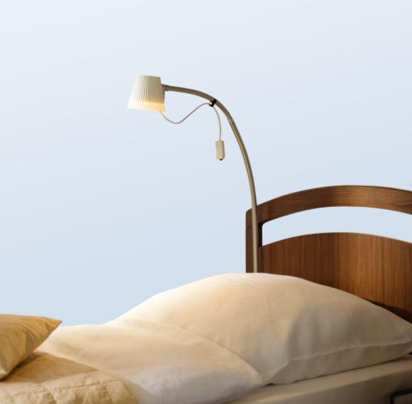 Tilbud på Alu-halogenlampe med hvid skærm 12V/20W til senge