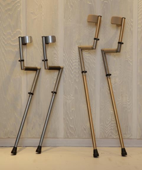 Billede af Tompoma albuestok i titanium og læder - italiensk, eksklusivt design (krykker)