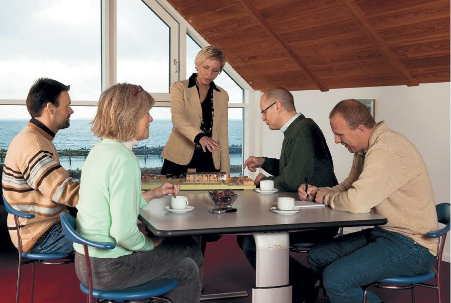 Tilbud på ROPOX Vision hæve-/sænkebord 165 x 100 cm bordplade manuel højdejustering